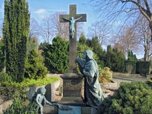 Auf dem katholischen Friedhof in Menden