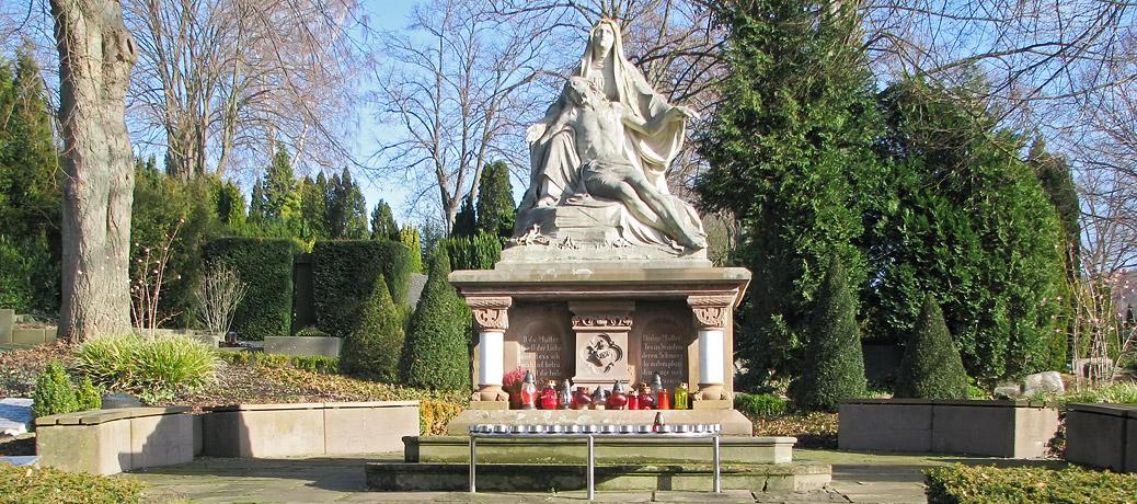 Pieta auf dem katholischen Friedhof